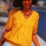 Кофточка ярко-желтого цвета с ажурными ромбами спицами