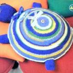 Вязаная черепаха-подушка крючком