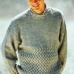 Мужской пуловер с плетеным узором спицами