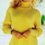 Удлиненный женский пуловер спицами